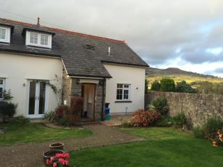 Lovely Cottage in Llangattock with Dishwasher, sleeps 5 - Llangattock vacation rentals