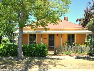 Lovely Cottage with Television and Microwave - Cooma vacation rentals