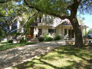 Ramsay House B&B - hot tub, river, bbq grills - Wimberley vacation rentals