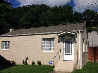 Harlan Private Guesthouse 302: 2 BDRM Washer/dryer - Harlan vacation rentals