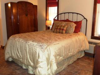 BP 01 - Queen Suite with Queen Sleeper Sofa - Eureka Springs vacation rentals