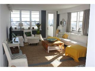 DECO BEACH 14 - South Beach 3/2 OCEANFRONT/ Balcony/Pool/Parking - Miami Beach vacation rentals