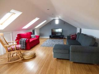 ASH TREE BARN, cosy, romantic base, great walking base, WiFi and Netflix, near - Shibden vacation rentals