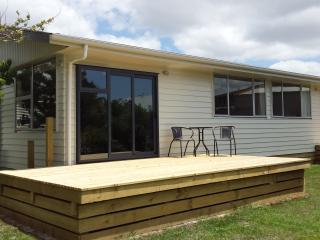 Cozy 3 bedroom Hastings House with Deck - Hastings vacation rentals