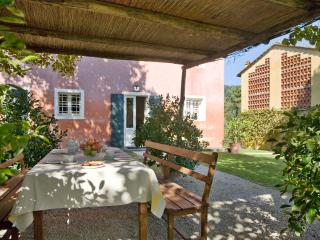 5 bedroom House with Internet Access in Monte San Quirico - Monte San Quirico vacation rentals