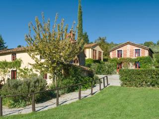 Nice Villa with Dishwasher and Garden - San Pietro a Marcigliano vacation rentals