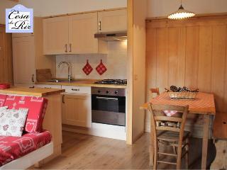 Cesa da Riz - Appartamento Civetta 4+1 persone - Colle Santa Lucia vacation rentals