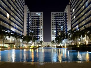 Sm mall of Asia Condo with balcony wifi*&cable Inc - Pasay vacation rentals