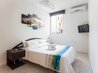 APARTAMENTO-1 ESTUDIO GRAN VIA CENTRO - Madrid vacation rentals