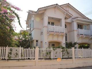 Villa Simon near the beach from Jomtien - Jomtien Beach vacation rentals