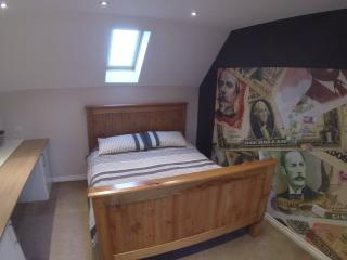 Large 3rd Floor Loft King Room in North Swindon - Swindon vacation rentals