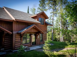 3 bedroom Semi-Detached Log Cabin Hideaway - Lac-Superieur vacation rentals
