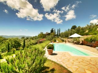 Ca de Muito, a peaceful Tuscan cottage with breathtaking views and a private outdoor pool - Cortona vacation rentals