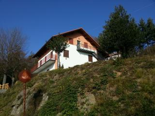 Apartment for two in rural Italian village centre - Urbe vacation rentals