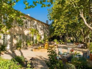 Delightful Villa La Belle Aixoise features a fireplace, library and heated pool - Aix-en-Provence vacation rentals
