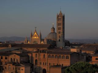 2 bedroom Condo with Internet Access in Siena - Siena vacation rentals