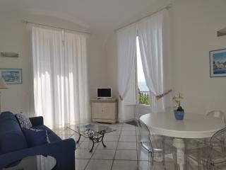 L'Ancora - sea front apartment - Minori vacation rentals