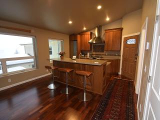 Vista Hermosa Executive Retreat - Includes Car - Juneau vacation rentals