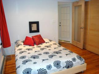 Cozy studio in trendy Brooklyn right by subway - Brooklyn vacation rentals