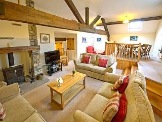 HAZEL SEAT, woodburner, WiFi, shared grounds with indoor pool, pet-friendly cottage in Graythwaite, Ref. 914062 - Hawkshead vacation rentals