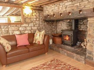 STRAWBERRY ROSE COTTAGE, character features, woodburner, en-suite, in Cheddar, Ref. 918768 - Cheddar vacation rentals
