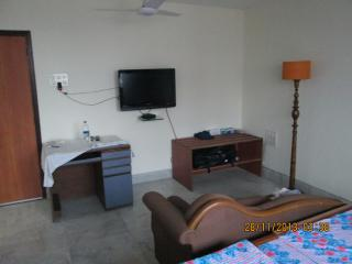Service Apartments 2 BHK Park Street Calcutta - Kolkata (Calcutta) vacation rentals