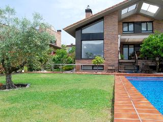 villa SOFIA::Private pool, garden, parking. 8p - San Sebastian - Donostia vacation rentals