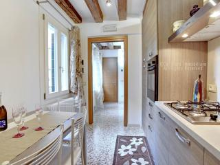 San Giovanni and Paolo delux: charming 4-sleep apartment located in the heart of Venice. - Venice vacation rentals