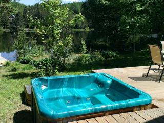 2 bedroom Chalet with Deck in Lac-des-Plages - Lac-des-Plages vacation rentals