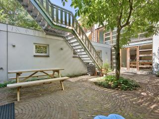 bed of roses in the hart of the Jordaan - Amsterdam vacation rentals