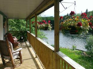 Nice Chalet with Deck and Satellite Or Cable TV - Lac-des-Plages vacation rentals