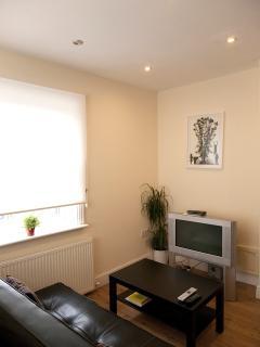 2 Bedroom Apart, Sleeps 5, 15 mins to C.London - Croydon vacation rentals