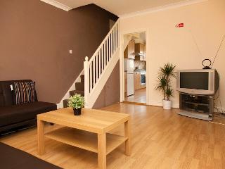 2 Bedroom Apart In Purley, Sleeps 6 - Purley vacation rentals