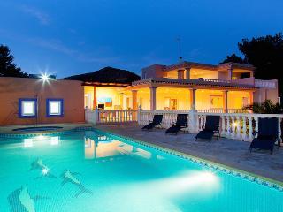 Villa Olivares near Playa d'en Bossa and Ibiza Town! Fantastic Private Pool. - Ibiza vacation rentals