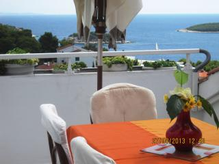 Cozy 2 bedroom Hvar Apartment with Internet Access - Hvar vacation rentals