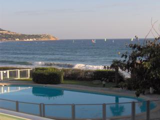 La Vague : accès direct plage, piscine, vue mer - La Seyne-sur-Mer vacation rentals