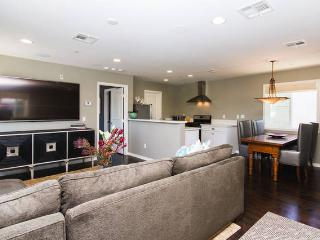 Beautiful, spacious and bright 1 BD home w/garage - Newport Beach vacation rentals