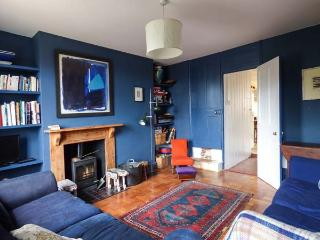 CHAPEL COTTAGE, cosy cottage with open fire and woodburner, great for walking and cycling, in Pin Mill, Ref 915284 - Suffolk vacation rentals