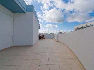 Charming 3 Bd Penthouse in a Prime Area of Bugibba - Bugibba vacation rentals