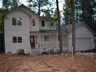 Two Master Bedrooms, Private Hot Tub, Pet Friendly, Bikes. - Sunriver vacation rentals
