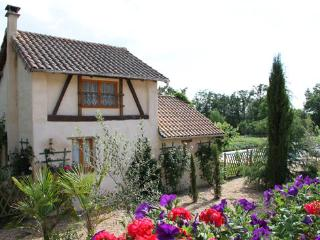 Nice Gite with Internet Access and Satellite Or Cable TV - Saint-Martin-de-Fressengeas vacation rentals
