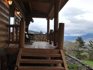 Perfect Lodge with Balcony and Mountain Views - Gardiner vacation rentals
