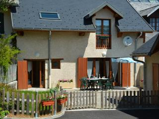 Adorable 4 bedroom House in Chambéry with Dishwasher - Chambéry vacation rentals
