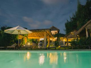 """Surf Lodge"" uluwatu-padang - Pecatu vacation rentals"