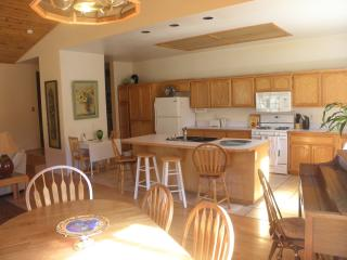 Gorgeous 5 bedroom Pine Mountain Club House with Deck - Pine Mountain Club vacation rentals
