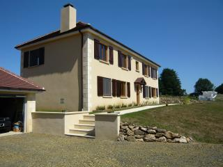 2 bedroom Bed and Breakfast with Internet Access in Arnac-Pompadour - Arnac-Pompadour vacation rentals