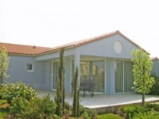 Charming Villa in Les Sables-d'Olonne with Television, sleeps 5 - Les Sables-d'Olonne vacation rentals