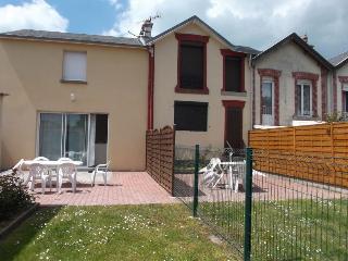 Cozy 2 bedroom Villa in Granville - Granville vacation rentals