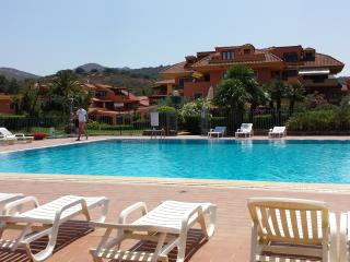 Comfortable Condo with Internet Access and Outdoor Dining Area - Golfo Aranci vacation rentals