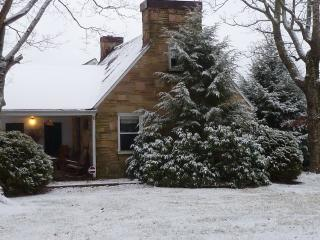Farm House retreat in Cumberland mountains - Crossville vacation rentals